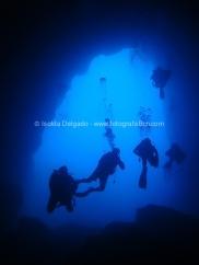 Saliendo de la cueva 4 buzos (la catedlal)